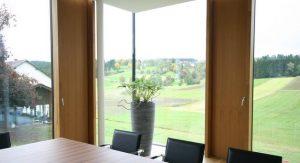 Firma Elmer - Büro innen Besprechungsraum mit Nurglas