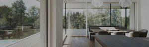 Elmer Fenster und Ganzglasfassade in Waxenberg