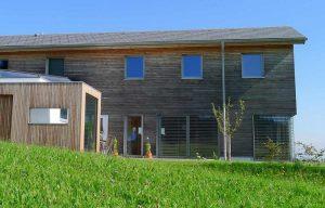 Elmer Holzbau mit Fenster
