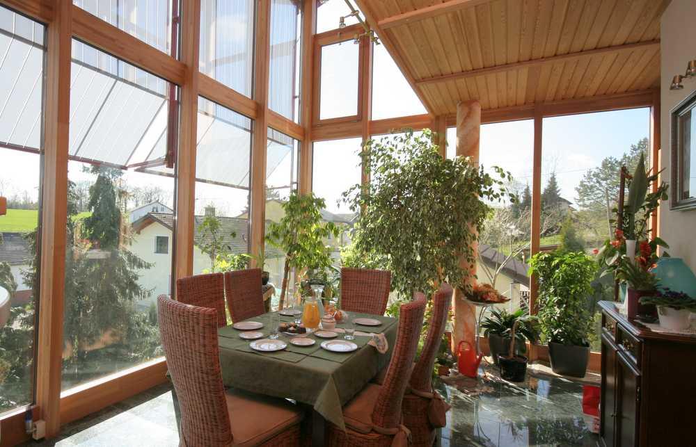 wintergarten holz alu wohnraum f r jede jahreszeit. Black Bedroom Furniture Sets. Home Design Ideas