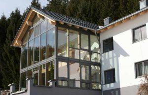 zweistöckiger Wintergarten mit Galerie von Elmer